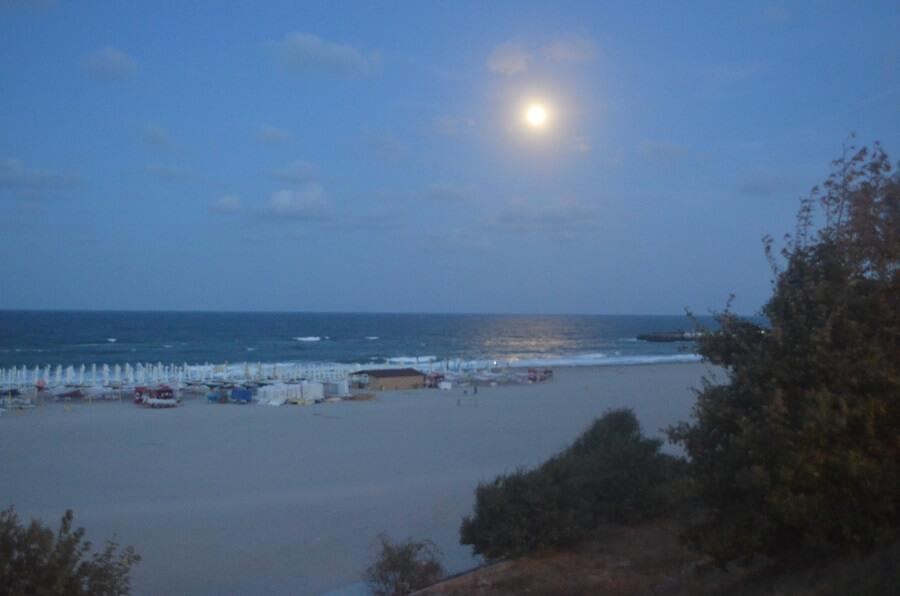 Bar et restaurant au bord de la mer