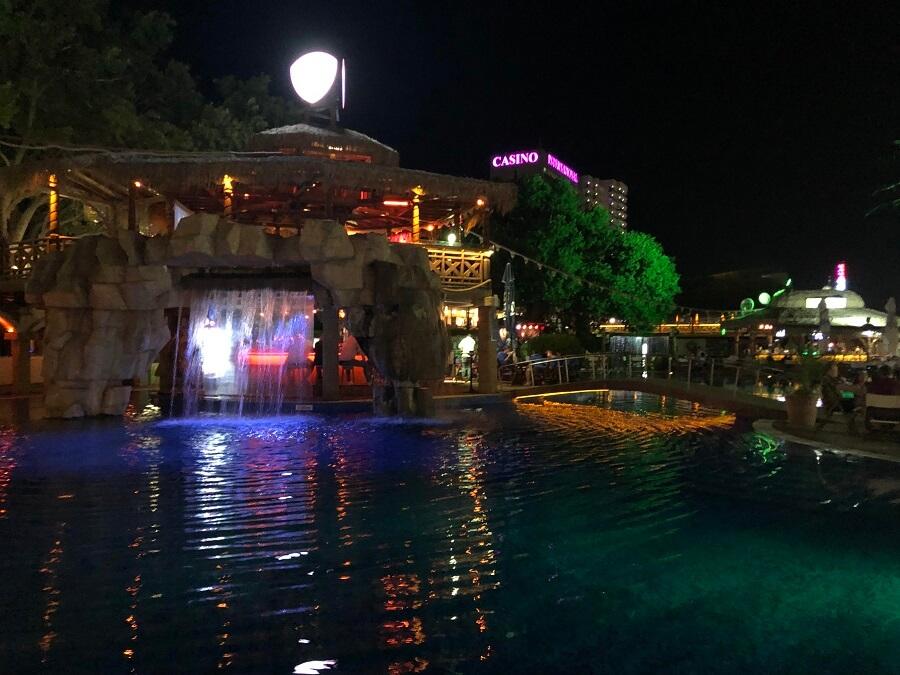 Megapark ist der Dolphin Beach Club
