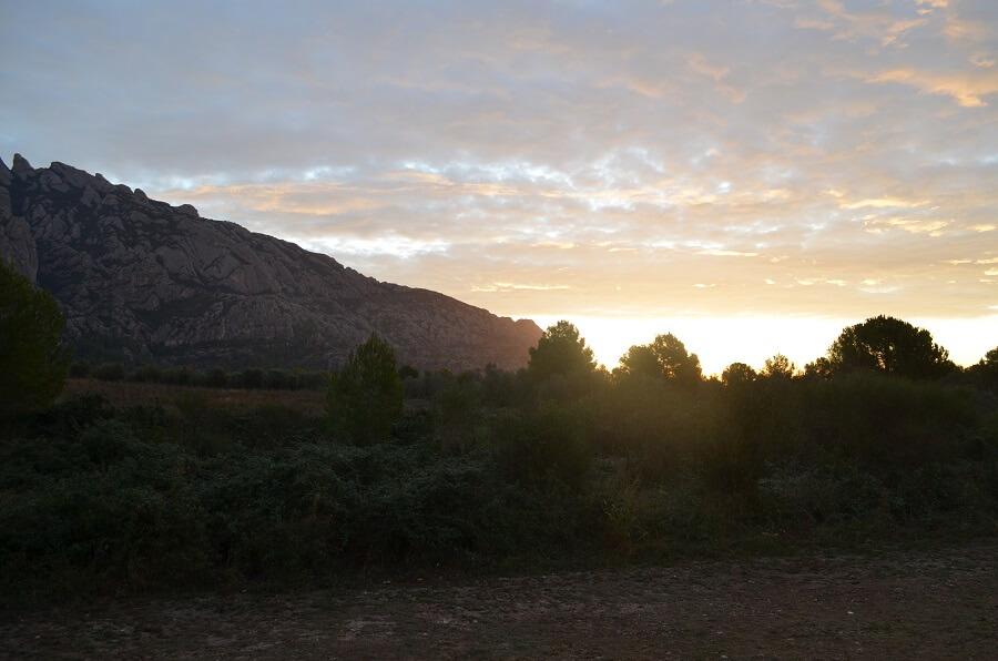 le lever du soleil motorhome à Montserrat