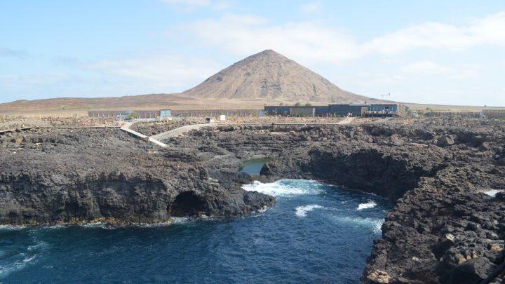 Passeio que dá a volta por toda a Ilha do Sal, em Cabo Verde, na África