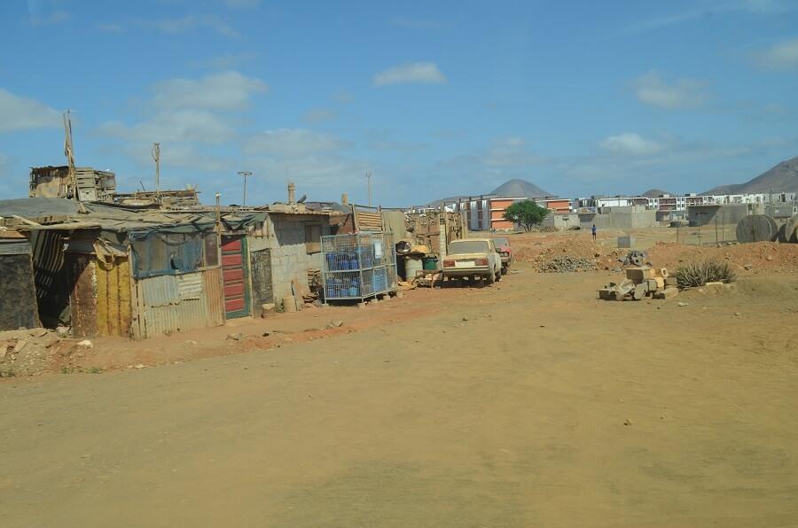 Village avec la population locale