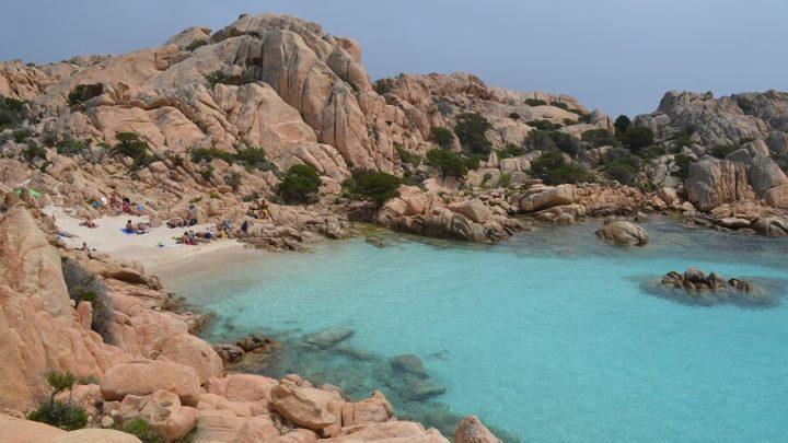 Ilha de Caprera, umas da melhores praias da Sardenha, na Itália