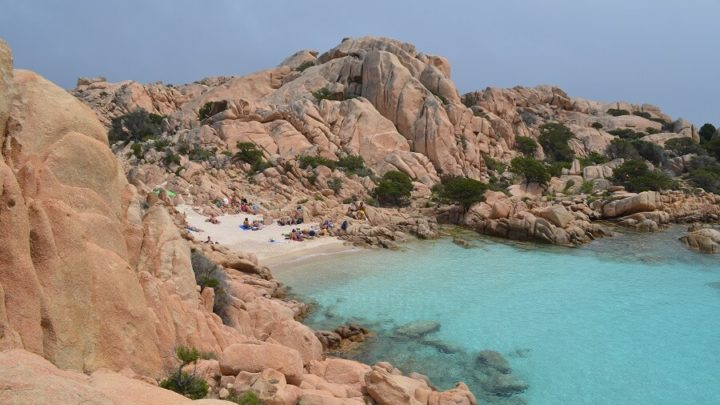 Como chegar na praia Coticcio na Sardenha, Itália